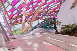 Fondation Louis Vuitton Summer Makeover Un progetto di Daniel Buren