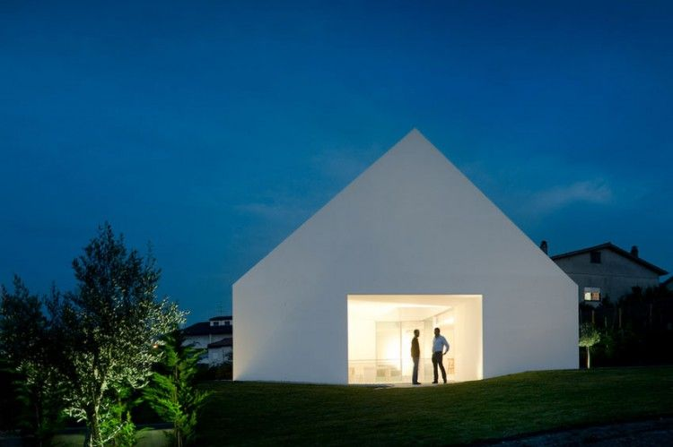 Windowless White House in Portugal